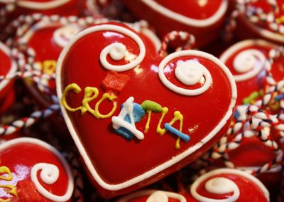 06-croatia-sweethearts
